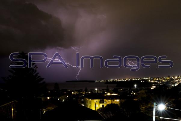 Bondi Lightning 110715D-2432R.jpg