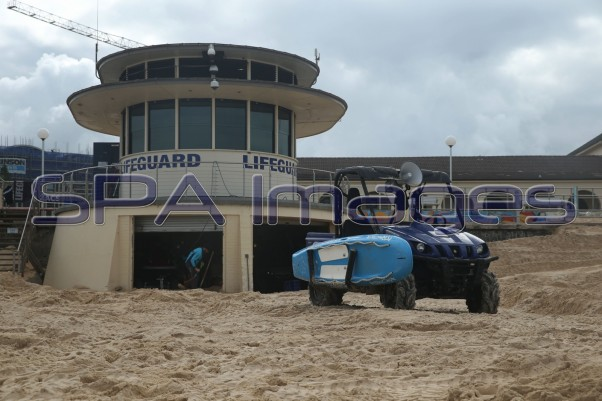 Bondi Beach Lifeguard Tower Rhino 230415D-2356.JPG